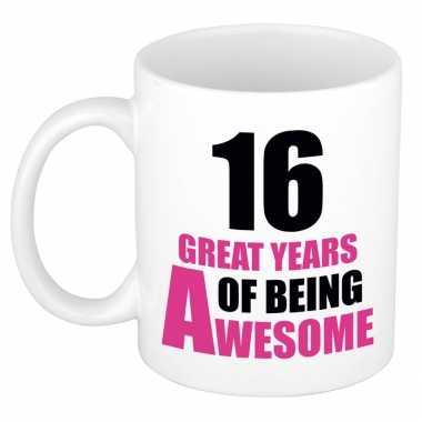 16 great years of being awesome cadeau mok beker wit en roze