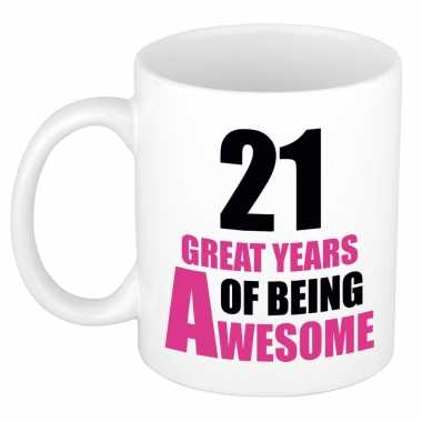 21 great years of being awesome cadeau mok / beker wit en roze