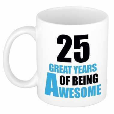 25 great years of being awesome cadeau mok / beker wit en blauw