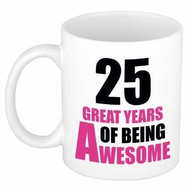 25 great years of being awesome cadeau mok / beker wit en roze