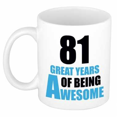 81 great years of being awesome cadeau mok / beker wit en blauw