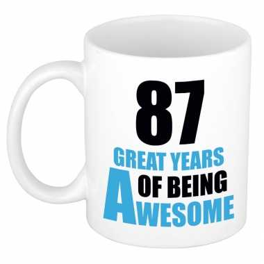 87 great years of being awesome cadeau mok / beker wit en blauw