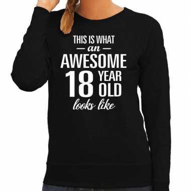 Awesome 18 year / 18 jaar cadeau sweater zwart dames