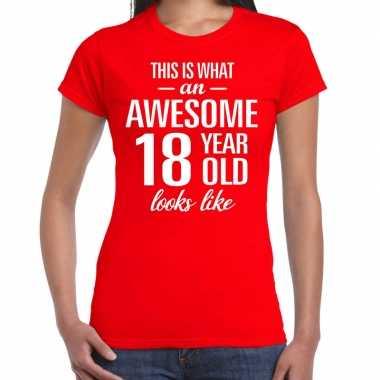 Awesome 18 year / 18 jaar cadeau t-shirt rood dames
