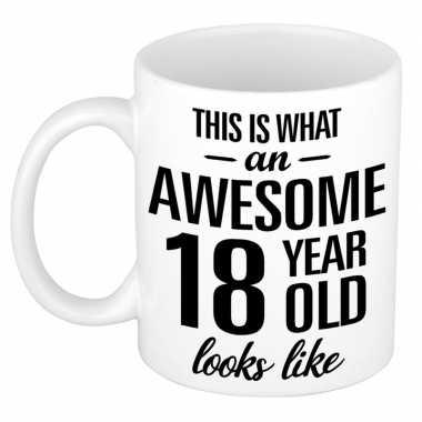 Awesome 18 year cadeau mok / beker 300 ml
