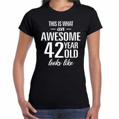 Awesome 42 year / 42 jaar cadeau t-shirt zwart dames