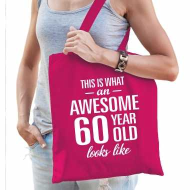 Awesome 60 year / geweldig 60 jaar cadeau tas roze voor dames