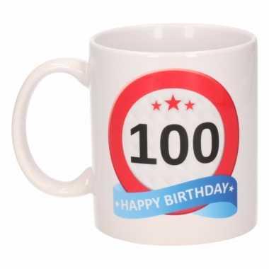 Beker mok 100 jaar verkeersbord