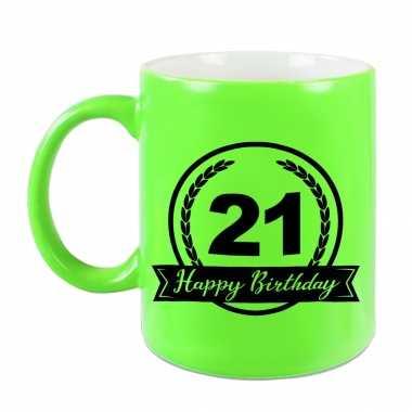 Happy birthday 21 years cadeau mok / beker neon groen met wimpel 330 ml