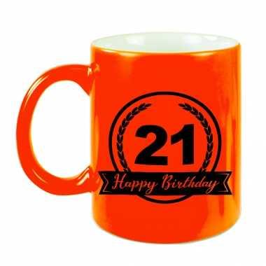 Happy birthday 21 years cadeau mok / beker neon oranje met wimpel 330 ml