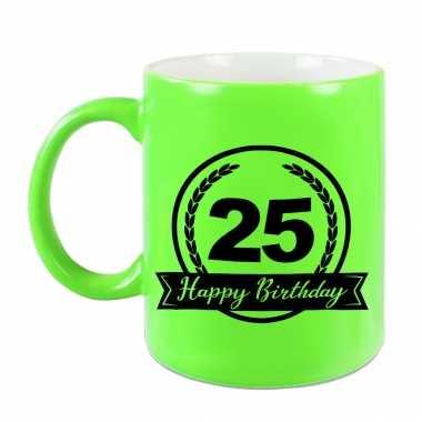 Happy birthday 25 years cadeau mok / beker neon groen met wimpel 330 ml