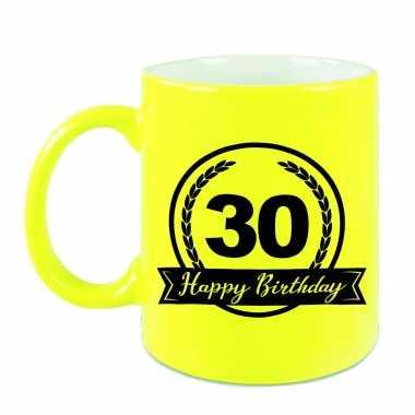 Happy birthday 30 years cadeau mok / beker neon geel met wimpel 330 ml