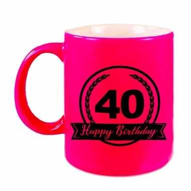 Happy birthday 40 years cadeau mok / beker neon roze met wimpel 330 ml