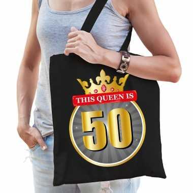 This queen is 50 verjaardag cadeau tas zwart voor dames - sarah / 50 jaar