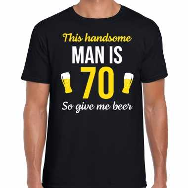 Verjaardag cadeau t-shirt 70 jaar - this handsome man is 70 give beer zwart voor heren