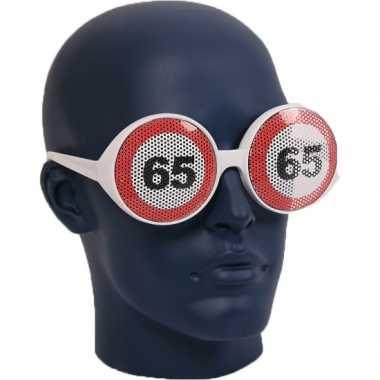 Verjaardagbril met 65 verkeersbord