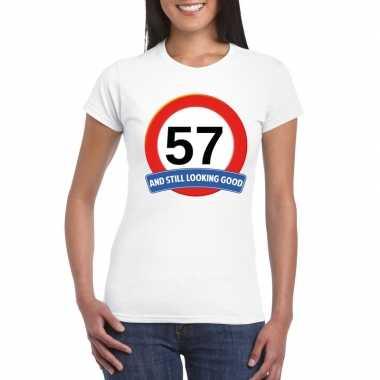 Verkeersbord 57 jaar t-shirt wit dames