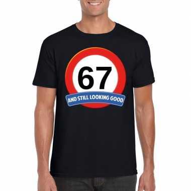 Verkeersbord 67 jaar t-shirt zwart heren