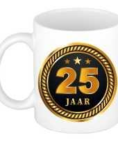 25 jaar cadeau mok beker medaille goud zwart voor verjaardag jubileum