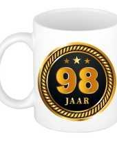 98 jaar cadeau mok beker medaille goud zwart voor verjaardag jubileum