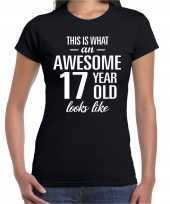 Awesome 17 year 17 jaar cadeau t-shirt zwart dames
