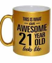 Awesome 21 year cadeau mok beker goud 330 ml