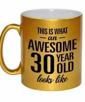 Awesome 30 year cadeau mok beker goud 330 ml