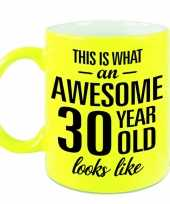 Awesome 30 year cadeau mok beker neon geel 330 ml