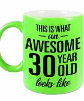Awesome 30 year cadeau mok beker neon groen 330 ml