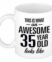 Awesome 35 year cadeau mok beker 300 ml