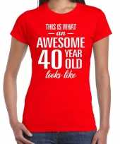 Awesome 40 year 40 jaar cadeau t-shirt rood dames