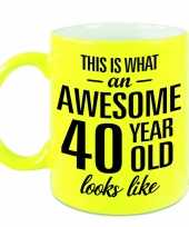 Awesome 40 year cadeau mok beker neon geel 330 ml