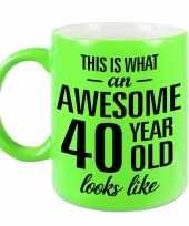Awesome 40 year cadeau mok beker neon groen 330 ml