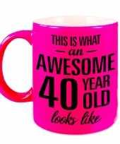 Awesome 40 year cadeau mok beker neon roze 330 ml