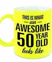 Awesome 50 year cadeau mok beker neon geel 330 ml