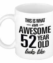 Awesome 52 year cadeau mok beker 300 ml
