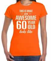 Awesome 60 year 60 jaar cadeau t-shirt oranje dames