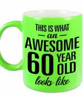 Awesome 60 year cadeau mok beker neon groen 330 ml