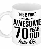 Awesome 70 year cadeau mok beker 300 ml