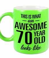 Awesome 70 year cadeau mok beker neon groen 330 ml