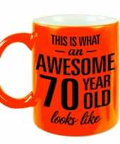 Awesome 70 year cadeau mok beker neon oranje 330 ml