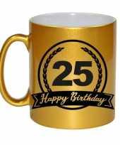 Happy birthday 25 years gouden cadeau mok beker met wimpel 330 ml