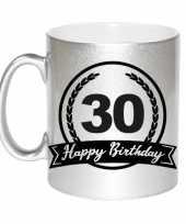 Happy birthday 30 years zilveren cadeau mok beker met wimpel 330 ml