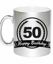 Happy birthday 50 years zilveren cadeau mok beker met wimpel 330 ml