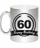 Happy birthday 60 years zilveren cadeau mok beker met wimpel 330 ml