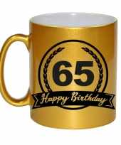 Happy birthday 65 years gouden cadeau mok beker met wimpel 330 ml