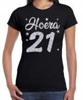 Hoera 21 jaar verjaardag cadeau t-shirt zilver glitter op zwart dames