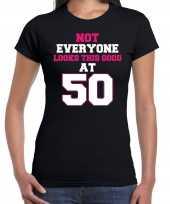 Not everyone looks this good at 50 verjaardag cadeau t-shirt zwart voor dames