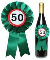 Verjaardag 50 jaar flessen rozet