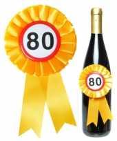 Verjaardag 80 jaar flessen rozet